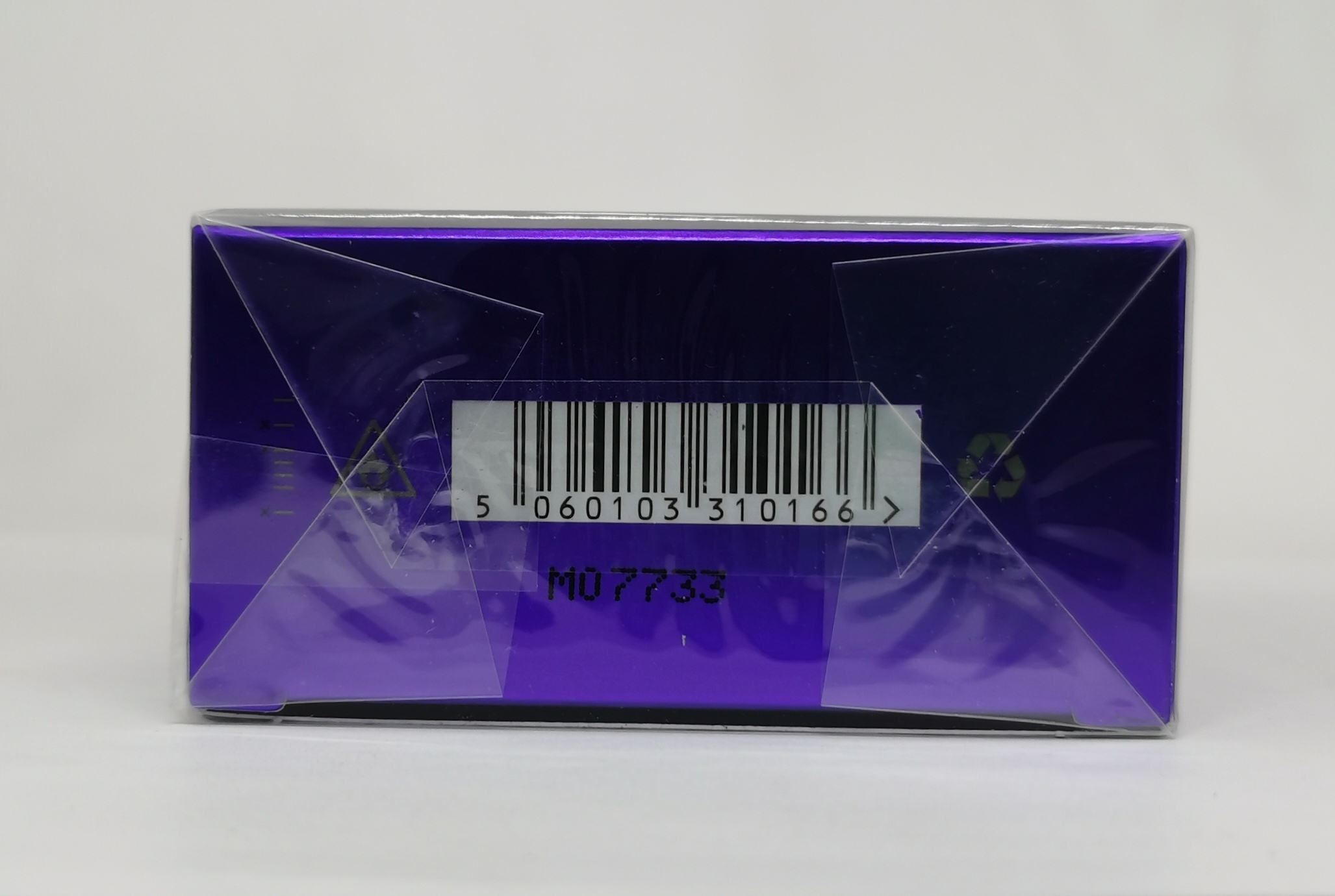 Гель для душа 200 мл Escentric Molecules Escentric 01 - фото штрих-кода и батч-кода на коробке